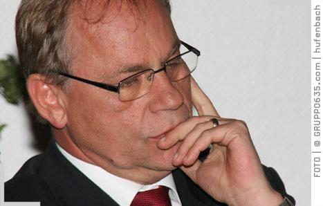 <b>Emanuel Schiffer</b>, Vorstandsmitglied bei Eurogate, hat sehr deutliche ... - SCHIFFER8848emanuel060510